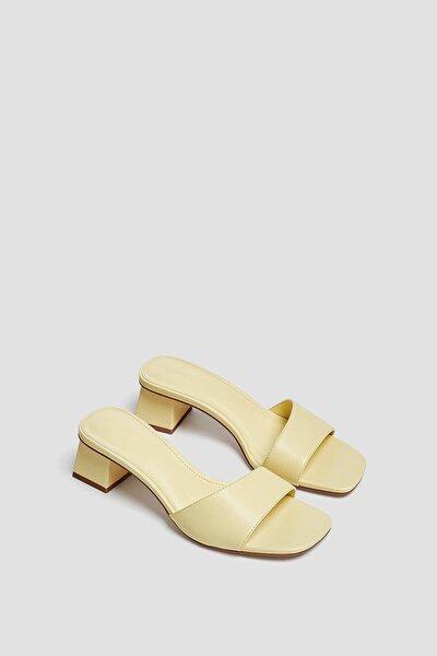 Kadın Sarı Kare Burunlu Topuklu Arkası Açık Ayakkabı 11609740