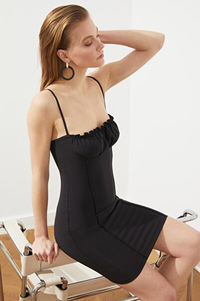 Siyah Büzgü Detaylı Elbise TPRSS21EL1833