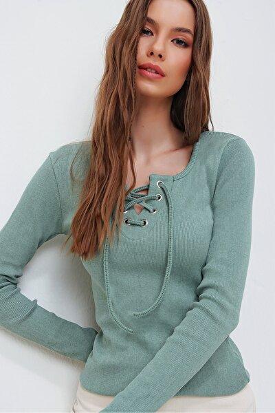 Kadın Çağla Yeşili Kuş Gözlü Yakası Bağcıklı Fitilli Bluz ALC-X5883