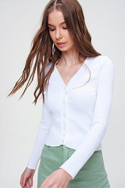 Kadın Beyaz Düğmeli Fitilli Crop Triko Hırka ALC-X5915