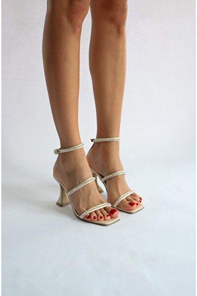 Bej Saten Taş Detaylı Sandalet