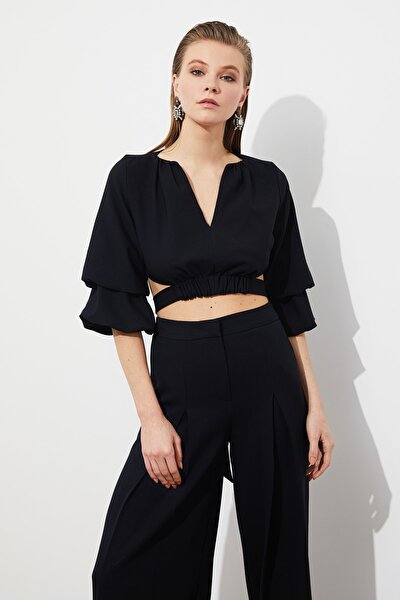 Siyah Büzgü Detaylı Bluz TPRSS21BZ0553