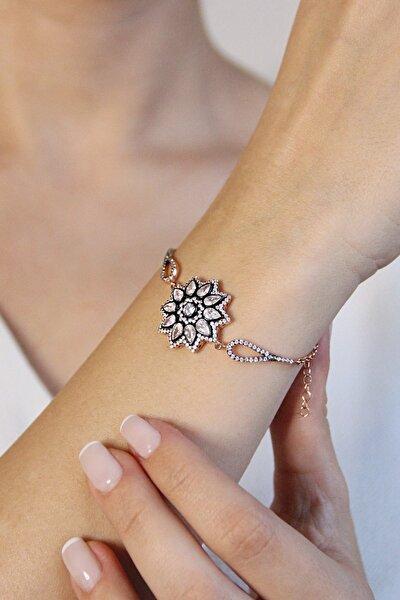 Kadın Gümüş Elmas Kesim Çiçek Model Bileklik - B080301