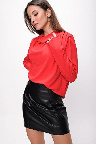 Kadın Kırmızı Omzu Pileli Degaje Yaka Krep Bluz