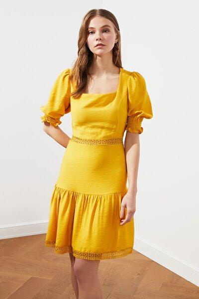 Sarı Dantel Detaylı Elbise TWOSS21EL1537