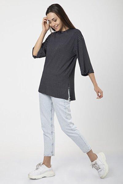 Kadın Siyah Çizgili Yırtmaçlı Kol Katlı Basic Salaş T-shirt