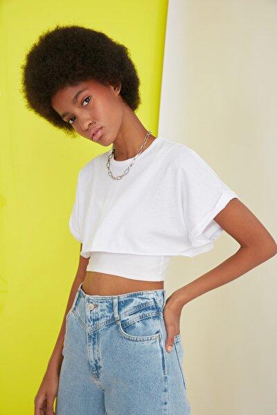 Beyaz Süper Crop Örme T-Shirt TWOSS21TS0091