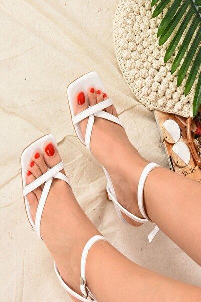 Kadın Beyaz Parmak Arası Topuklu Ayakkabı K749170909