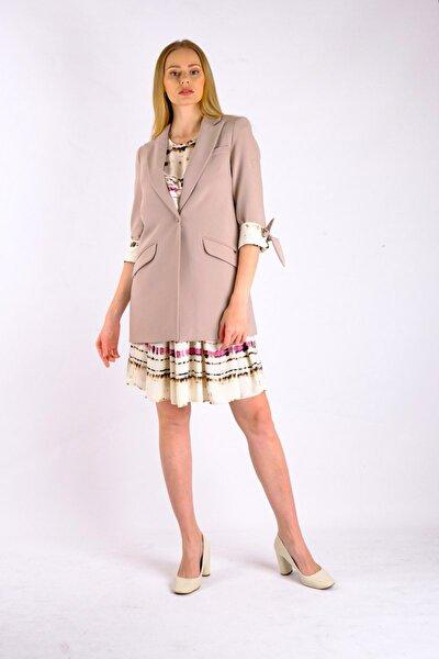 Bej Manşetleri Fiyonk Detaylı Ceket Ve Desenli Kumaş Elbiseli Takım Je93781