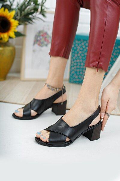 Hakiki Deri Kadın Siyah Topuklu Sandalet
