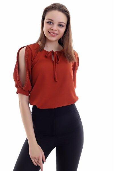 Kadın Kiremit Yakası Bağlamalı Yırtmaçlı Kolu Dantelli Bluz