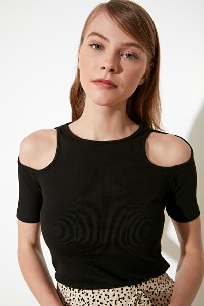 Siyah Cut Out Detaylı Fitilli Örme Bluz TWOSS21BZ0920