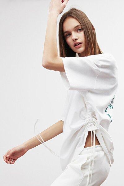PIECE Kadın Beyaz Arkası Baskılı Yanları Büzgülü Oversize T-shirt