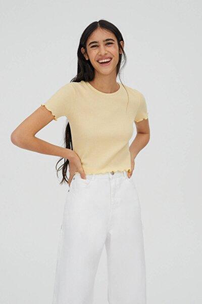 Kadın Orta Sarı Kıvrımlı Kenarlı Basic T-Shirt 05234369