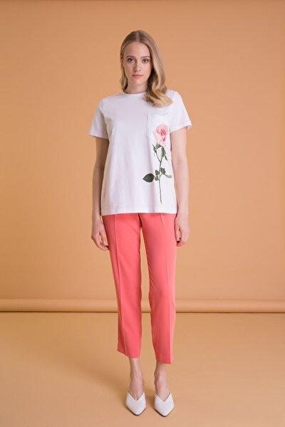 Çiçek Baskılı Cepli Beyaz T-shirt