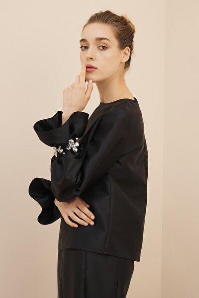Kadın Siyah Volan İşlemeli Bluz