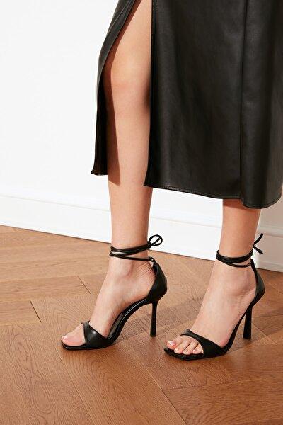 Siyah Küt Burunlu Kadın Klasik Topuklu Ayakkabı TAKSS21TO0040
