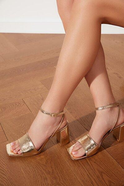 Altın Küt Burunlu Kadın Klasik Topuklu Ayakkabı TAKSS21TO0036