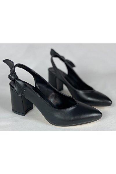 Fiyonk Detay Siyah Cilt Topuklu Ayakkabı