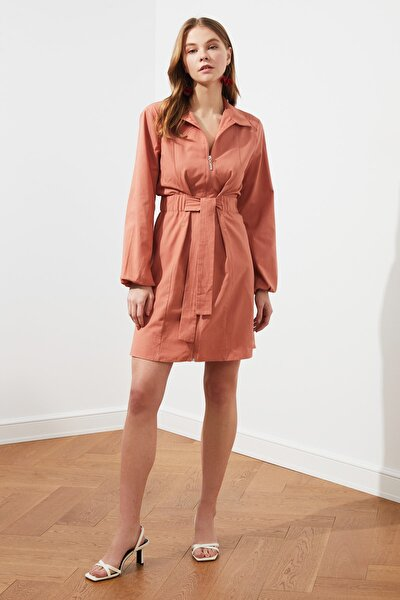 Kiremit Kuşaklı Fermurar Detaylı Elbise TWOSS21EL0550