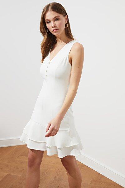 Beyaz Düğme Detaylı Elbise TWOSS19EL0103