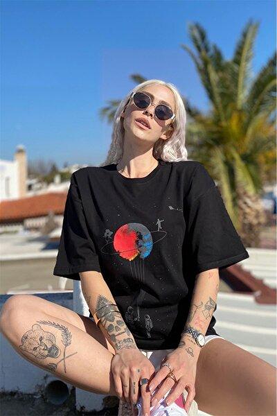 Siyah Satürn Baskılı Tshirt