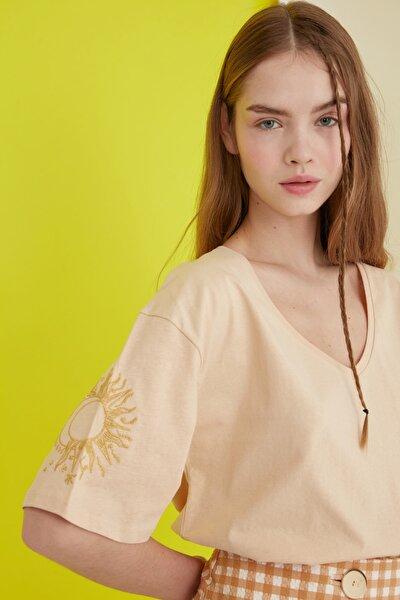 Camel Nakışlı Örme T-Shirt TWOSS20TS0285