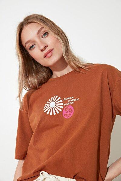 Camel Baskılı Loose Örme T-Shirt TWOSS21TS1007