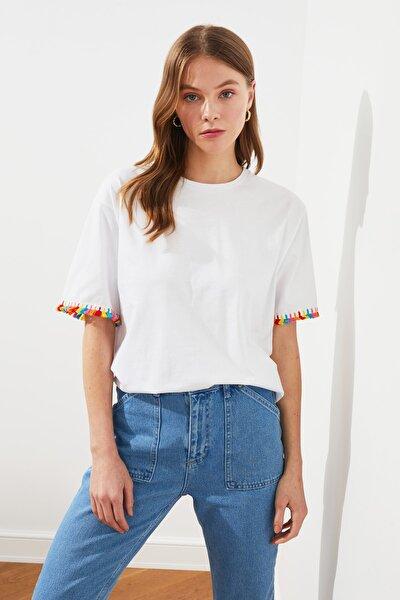 Beyaz Püskül Detaylı Boyfriend Örme T-Shirt TWOSS21TS0665