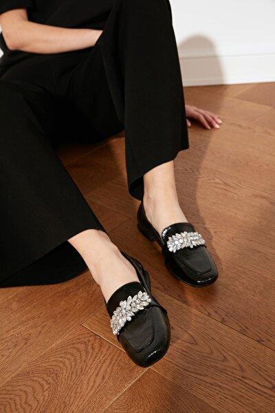 Siyah Rugan Taşlı Kadın Klasik Ayakkabı TAKSS21KA0003