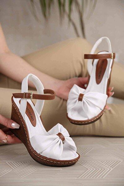 Kadın Beyaz Cilt Çapraz Boğumlu Dolgu Topuklu Sandalet