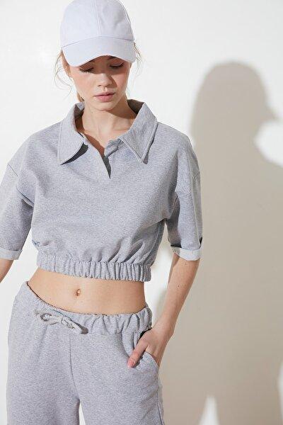 Gri Polo Yaka Crop Örme Sweatshirt TWOSS21SW0055