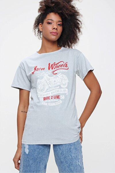 Kadın Gri Yıkamalı Motorsiklet Baskılı Regular Fit Tshirt