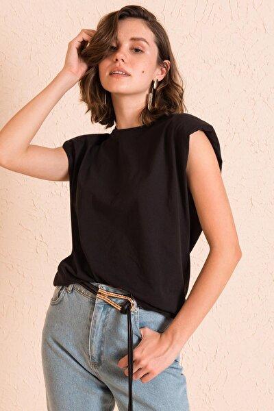 Kadın Siyah Omzu Vatkalı T-Shirt