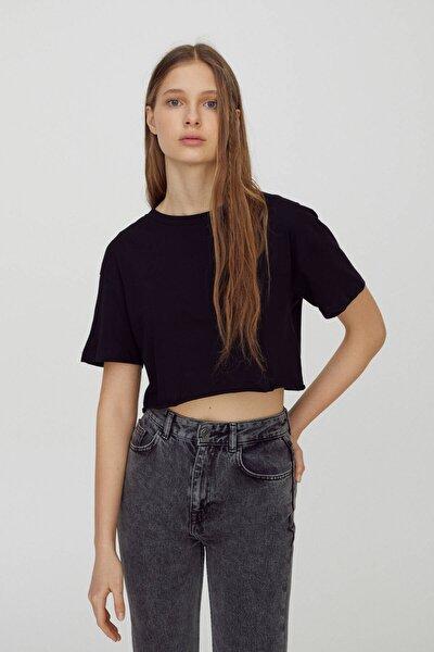 Kadın Siyah Biyeli Dikişli Basic Crop Fit T-Shirt 04240365