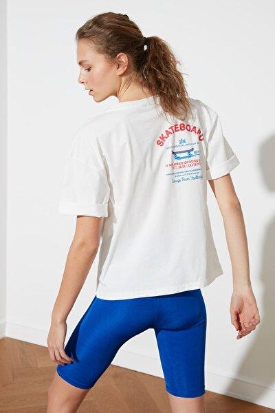 Beyaz Sırt Baskılı Boyfriend Spor T-Shirt TWOSS21TS1330