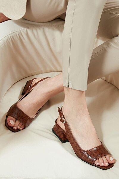 Kadın Kahverengi Krokodil Desenli Kısa Topuklu Sandalet