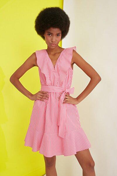 Pembe Kuşaklı Çizgili Elbise TWOSS21EL1321