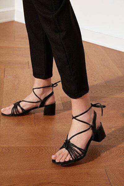 Siyah Bilekten Bağlamalı Kadın Klasik Topuklu Ayakkabı TAKSS21TO0014