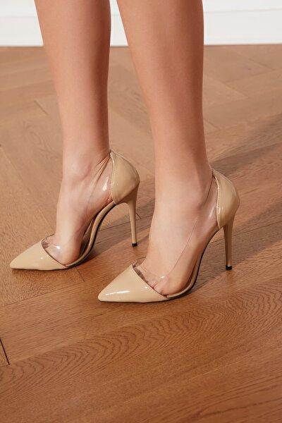 Bej Şeffaf Detaylı Kadın Klasik Topuklu Ayakkabı TAKSS21TO0011