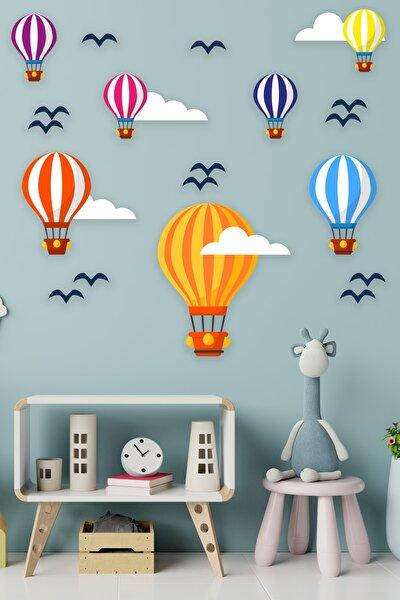 Uçan Balonlar Beyaz Bulutlar Ve Kuşlar