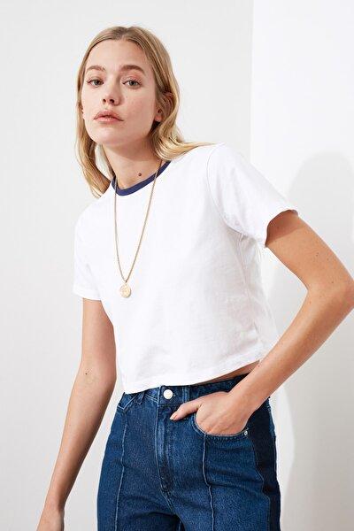 Beyaz Renkli Yakalı Crop Örme T-Shirt TWOSS21TS0395
