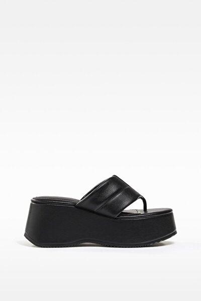 Kadın Siyah Kapitone Platform Sandalet 11824760