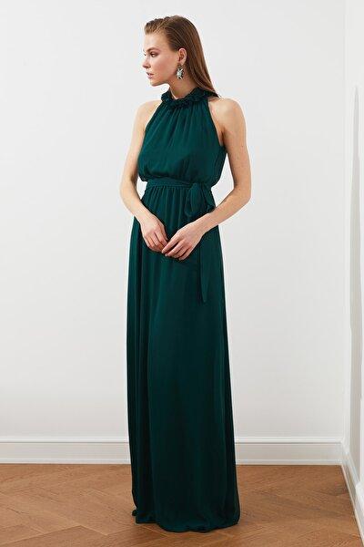Zümrüt Yeşili Yaka Detaylı  Abiye & Mezuniyet Elbisesi TPRSS20AE0166