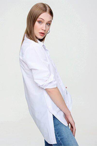 Kadın Beyaz Yanı Sahte Çıtçıt Detaylı Gömlek