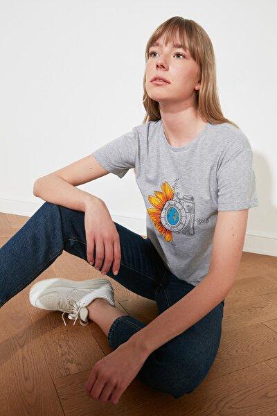 Gri Baskılı Semi-Fitted Örme T-Shirt TWOSS19GS0135