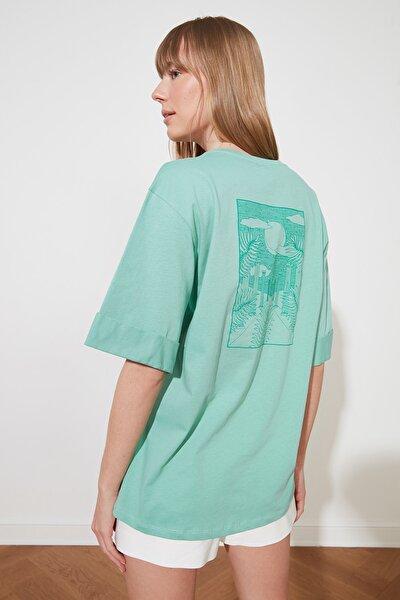 Yeşil Boyfriend Ön ve Sırt Baskılı Örme T-Shirt TWOSS21TS1557