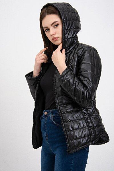 Kadın Siyah Kapüşonlu Şişme Mont