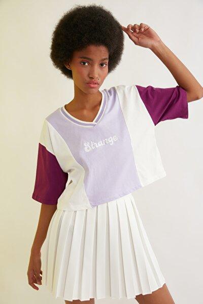 Lila Renk Bloklu Crop Örme T-Shirt TWOSS21TS1648