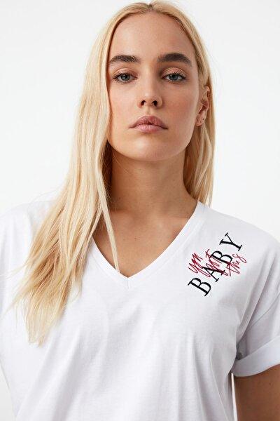Beyaz Nakışlı Boyfriend Örme T-Shirt TWOSS21TS0645